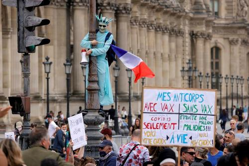 تظاهرات علیه تدابیر جدید دولت فرانسه برای مبارزه با شیوع ویروس کرونا/ شهر پاریس/ رویترز
