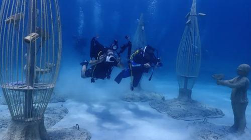 بازدید از موزه زیر آبی در قبرس با لباس غواصی/ EPA