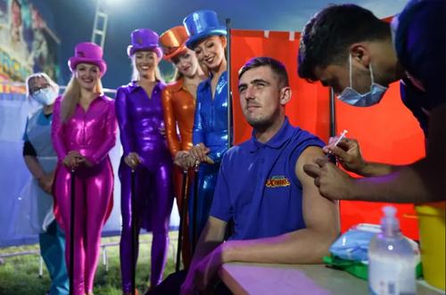 واکسیناسیون کارکنان سیرکی در بریتانیا/ گتی ایمجز