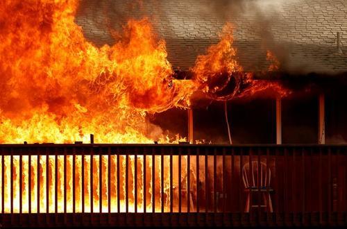 آتش سوزی های گسترده و مهیب در مناطق جنگلی در ایالت کالیفرنیا آمریکا/ رویترز