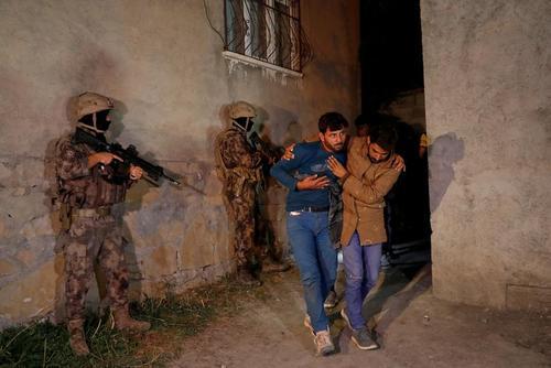 دستگیری پناهجویان غیرقانونی افغان در شهر مرزی وان ترکیه / رویترز