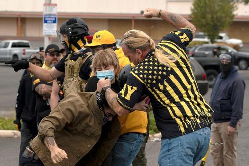 تظاهرات خشونت آمیز گروه دست راستی