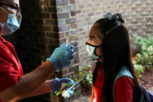 بازگشایی مدارس در شهر هیوستون ایالت تگزاس آمریکا به رغم شیوع همه گیری سویه دلتا ویروس کرونا/ رویترز