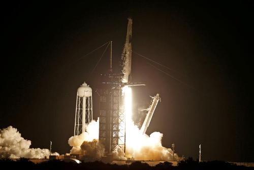 پرتاب راکت فالکون 9 شرکت اسپیس ایکس از پایگاه فضایی کندی آمریکا به فضا/ عکس ها: رویترز
