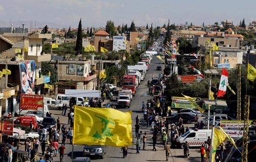 استقبال لبنانی ها از کاروان حامل گازوئیل وارداتی از ایران/ عکس ها: رویترز و آسوشیتدپرس