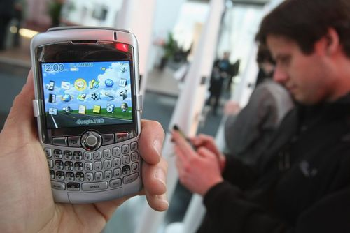 تلفن های همراه بلکبری: پیش از محبوبیت آیفون یا اندروید، بلکبری یکی از نام های شناخته شده در دنیای تلفن های همراه هوشمند بود.