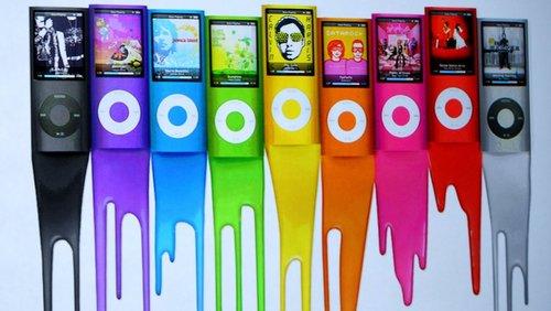 آیپاد نانو: شرکت اپل نسخه باریکتر و جذابتر آیپاد را در سال 2009 روانه بازار کرد که از رنگ هایی درخشان سود می برد. همچنین، این دستگاه به دوربین داخلی مجهز بود.