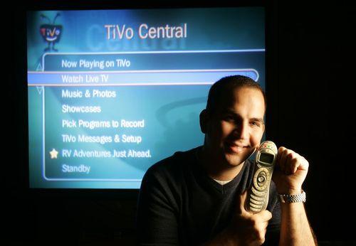 تیوو: اگر قادر به تماشای برنامه مورد علاقه خود در زمان پخش آن نبودید، سیستم ضبط تیوو (TiVo) یک گزینه نجاتبخش برای شما بود.