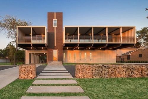 پیوی14: خانه پیوی14 در دالاس، تگزاس، توسط شرکت معماری ام گودن دیزاین با استفاده از 14 کانتینر شکل گرفته است.