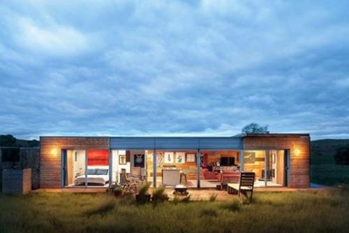 تای کلی: تای کلی، هنرمند و معمار، این خانه تک خوابه را در لیوینگستون، مونتانا، با استفاده از دو کانتینر حمل بار ساخته است. این خانه در سال 2018 به یک خریدار خصوصی فروخته شد.