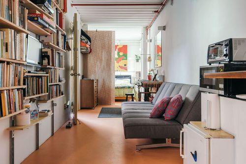 خانه کانتینری نیویورک سیتی: این خانه در بروکلین، نیویورک قرار دارد و یکی از نخستین خانه های کانتینری در این شهر محسوب می شود. در طراحی داخلی این خانه از زیبایی صنعتی در ترکیب با طراحی بوهمیان استفاده شده است.