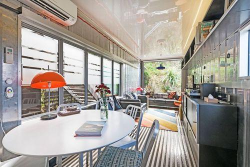 کانتینر ولینگتون: خانه کانتینری در ولینگتون، نیوزیلند، با استفاده از سه کانتینر حمل بار ساخته شده است.