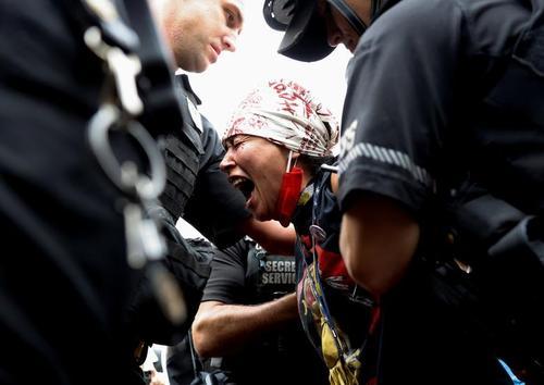 تظاهرات بومیان آمریکا در مقابل کاخ سفید/ رویترز