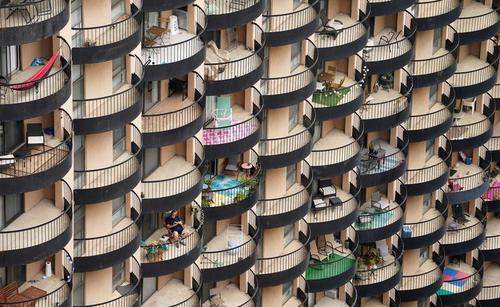 بالکن های یک مجتمع مسکونی در شهر آرلینگتون ایالت ویرجینیا آمریکا/ رویترز