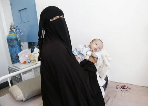 نوزاد دچار سوء تغذیه در بیمارستانی در شهر صنعا یمن/ گتی ایمجز
